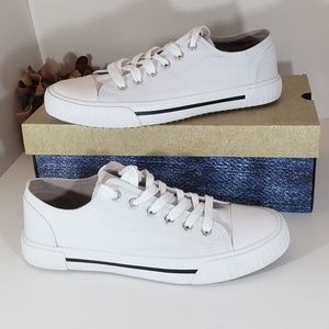 NIB Brand New True Craft White Canvas Sneaker